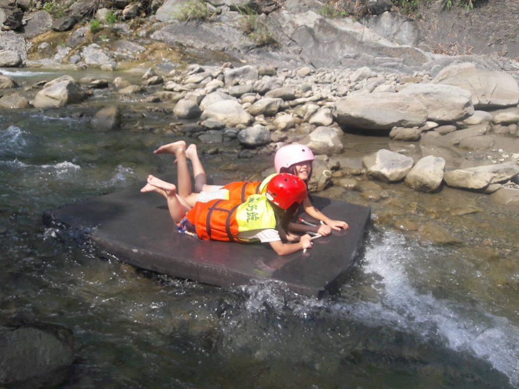 漂浮 玩水 珈雅瑪瀑布